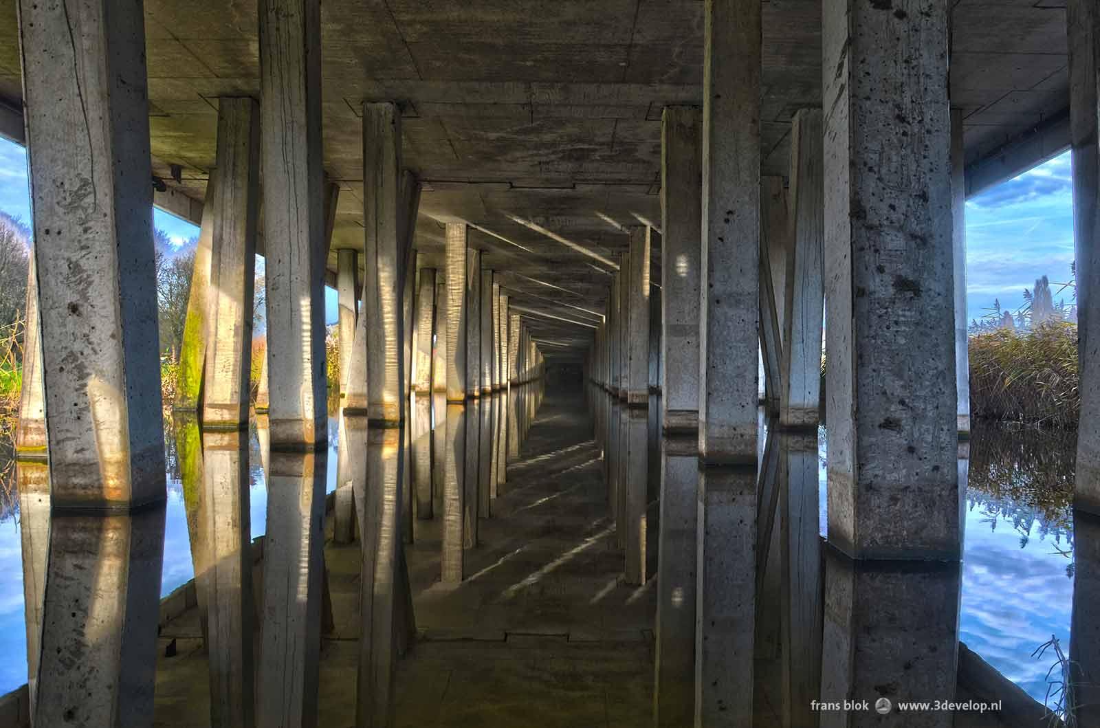 Drie foto's van het spoorwegviaduct bij Blijdorp in Rotterdam, samengevoegd tot een HDR-beeld in Photoshop