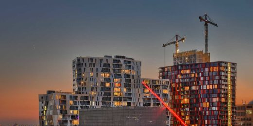 Conjunction of Jupiter and Venus in June 2015, seen from downtown Rotterdam, with a prominent position in the image for the Calypso building and the Schouwburg
