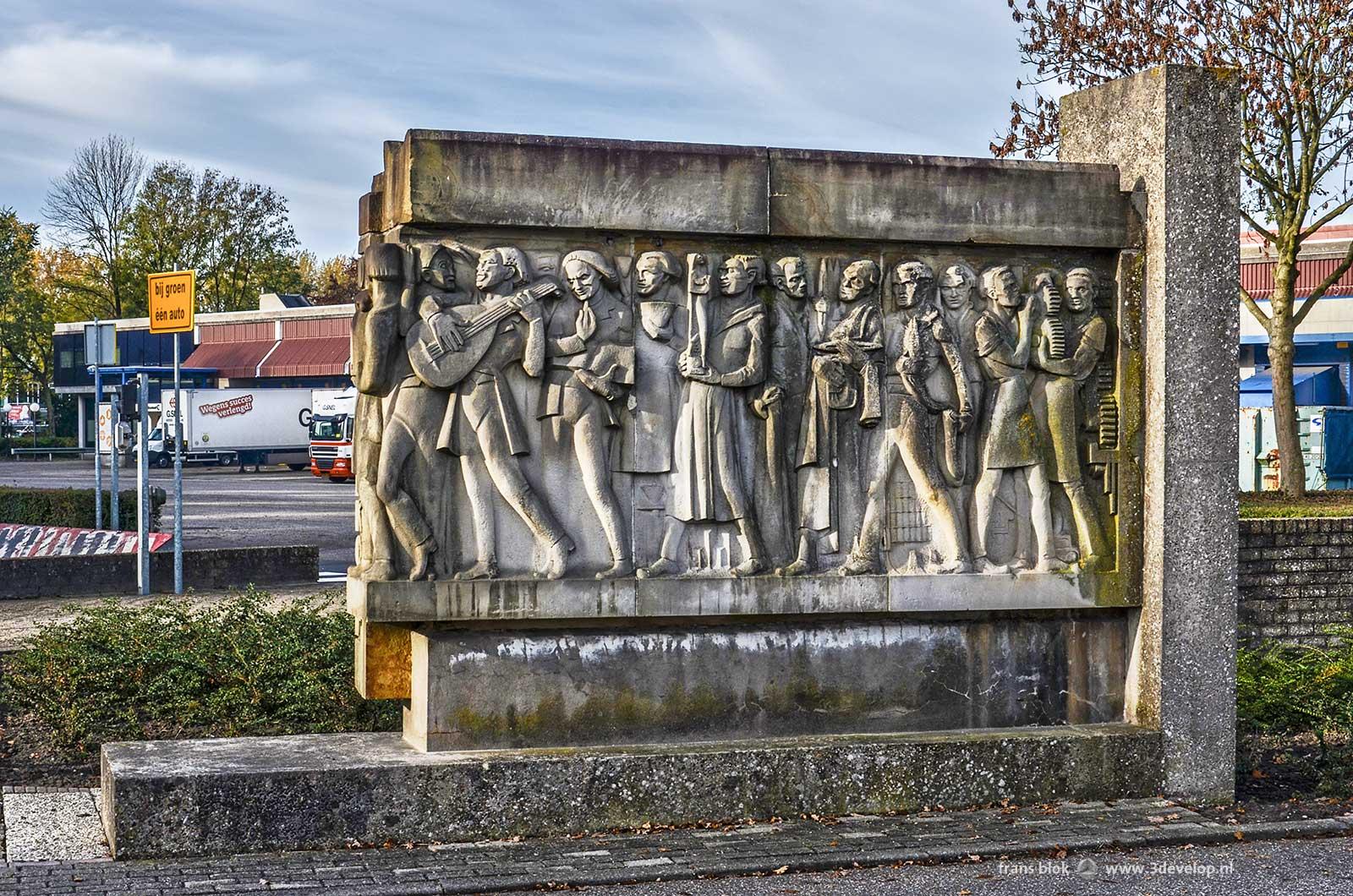 De gevelsteen van de oude Bijenkorf van Rotterdam, huidige locatie