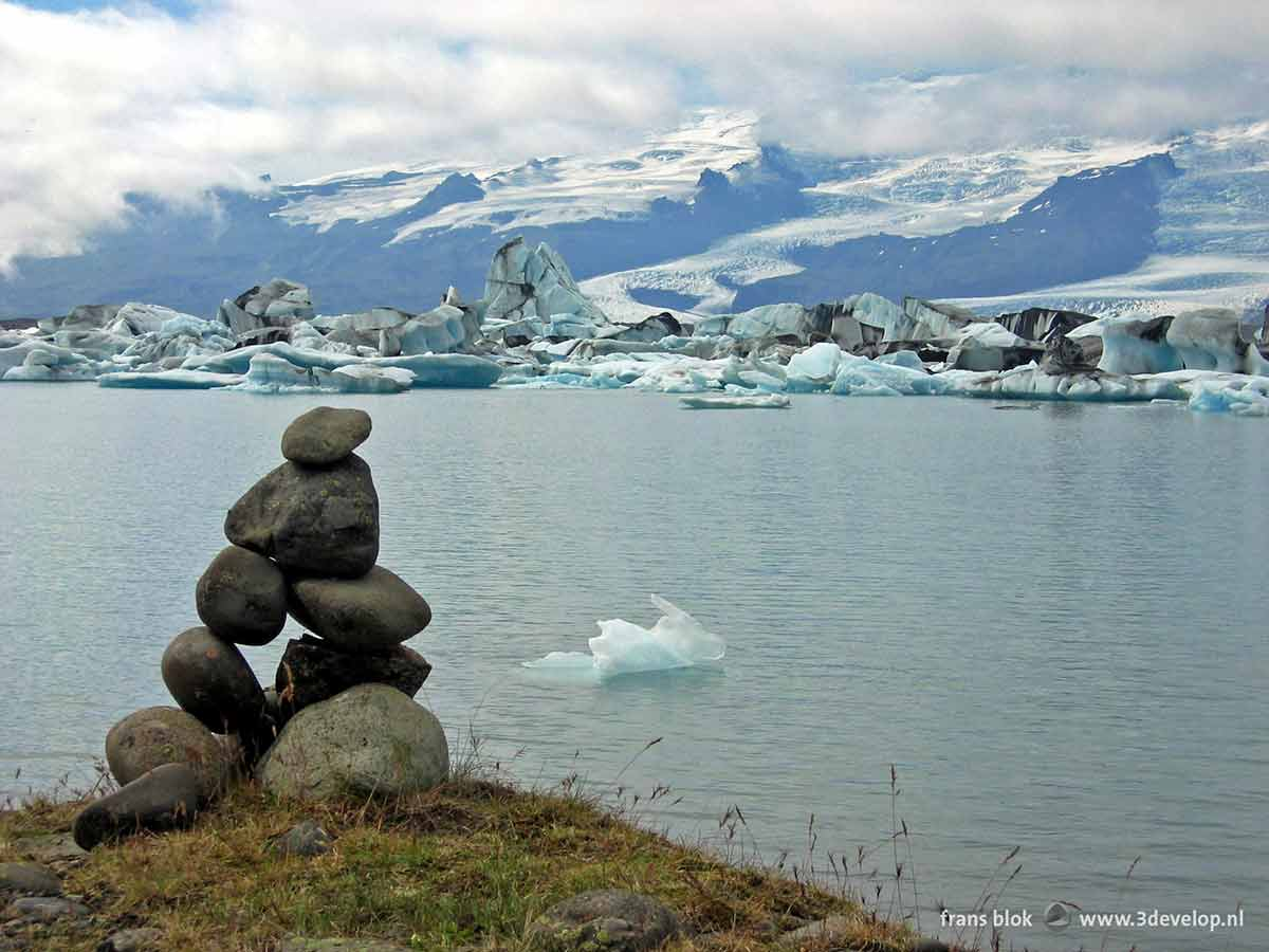 Photo of Jokulsarlon, the Icelandic ice lake, made with a digital camera in the zeroes
