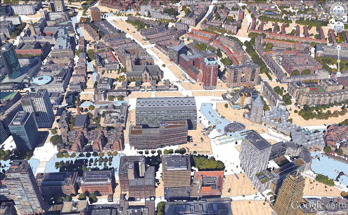 Beeld gemaakt in Google Earth van het gebied rond de Markthal in het centrum van Rotterdam, met hedendaagse gebouwen op een stratenkaart van 1939