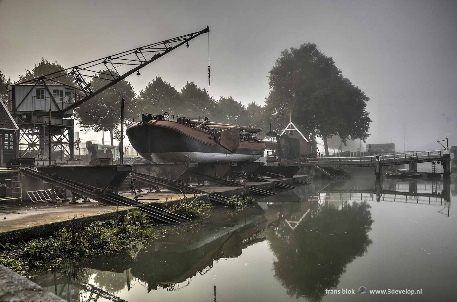 Little shipyard between Boompjes and Old Harbour in Rotterdam, on a day with patches of fog rolling into the city from the river