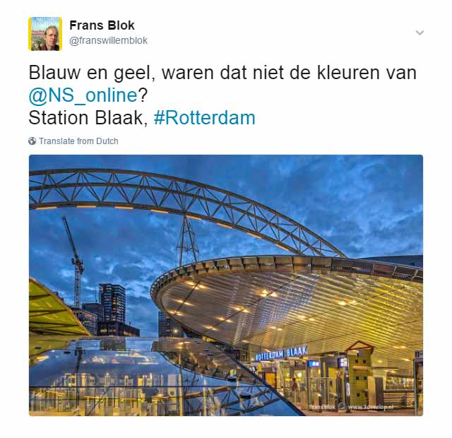 Tweet over station Blaak in Rotterdam, overwegend in de NS-kleuren blauw en geel