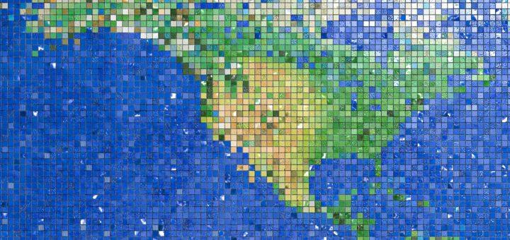 Fragment van een wereldkaart gemaakt van kleine gekleurde mozaïektegeltjes, met Noord- en Midden-Amerika en gedeelten van de Grote en Atlantische Oceaan.