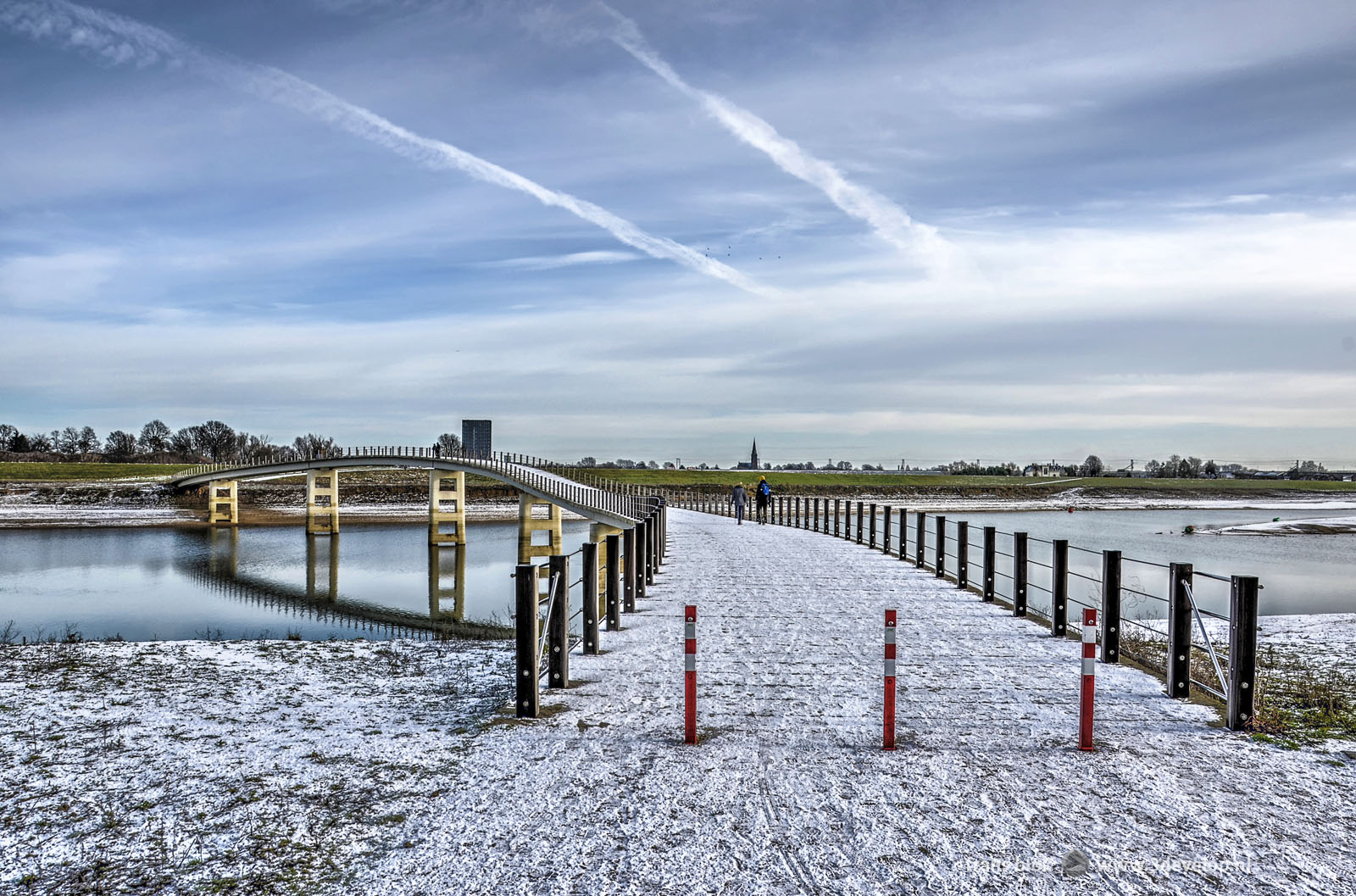 A bridge called the Zaligebrug across the new channel spiegelwaal near Nijmegen, covered with a thin layer of snow