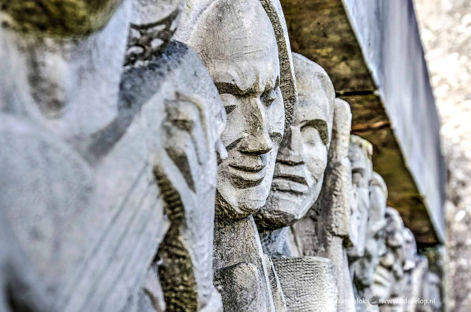 Close-up of the facade sculpture of the old Bijenkorf store in Rotterdam, made by sculptor Hendrik van den Eijnde: a striking resemblance with Mount Rushmore