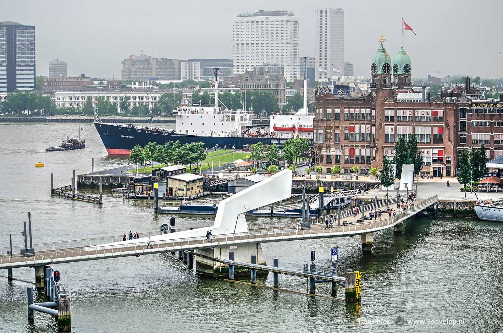 De Rijnhavenbrug, Hotel New York en de Nieuwe Maas, gezien vanaf de Fenixlofts tijdens de Dag van de Bouw