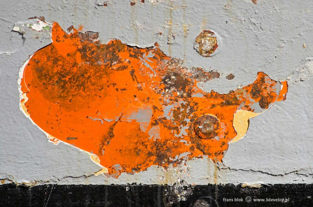 Ship's hull with peeling paint und stains of rust, looking suspiciously like a map of the United States of America