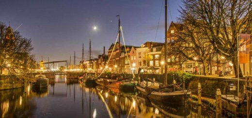 Aelbrechtskolk canal in the neighbourhood of Delfshaven, Rotterdam during the blue hour on a windless evening