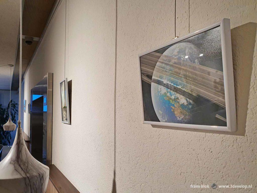 De Ringen van Venus en andere space art door Frans Blok, tentoongesteld in de kantine van het RIVM in Bilthoven
