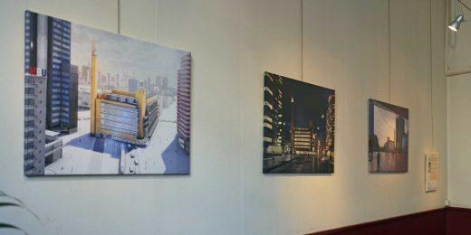 Tentoonsteling van afbeeldingen van Dudok's Bijenkorf bij het Nivon in Rotterdam