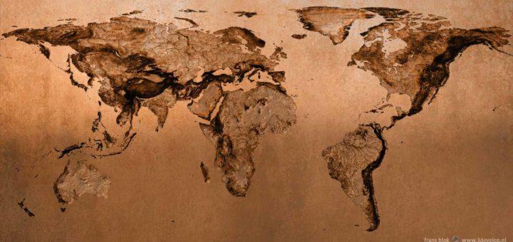Het wereldbeeld van een mol: een wereldkaart van onderaf gezien, en dus gespiegeld, uitgevoerd in digitaal brons