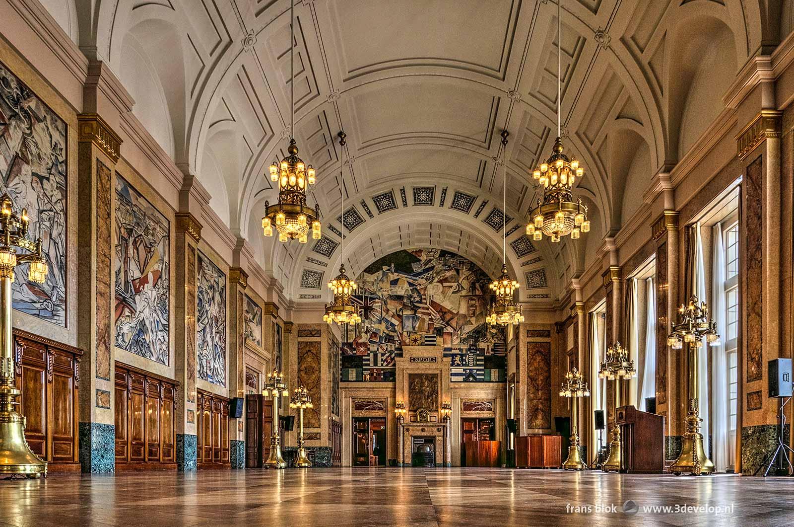 De Burgerzaal in het Stadhuis van Rotterdam, bekend van o.a. de huldigingen van Feyenoord.
