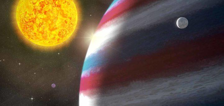 Artist impression van de planeet Nachtwacht, een rood-wit-blauwe gasreus, met twee van haar manen en moederster Sterrennacht