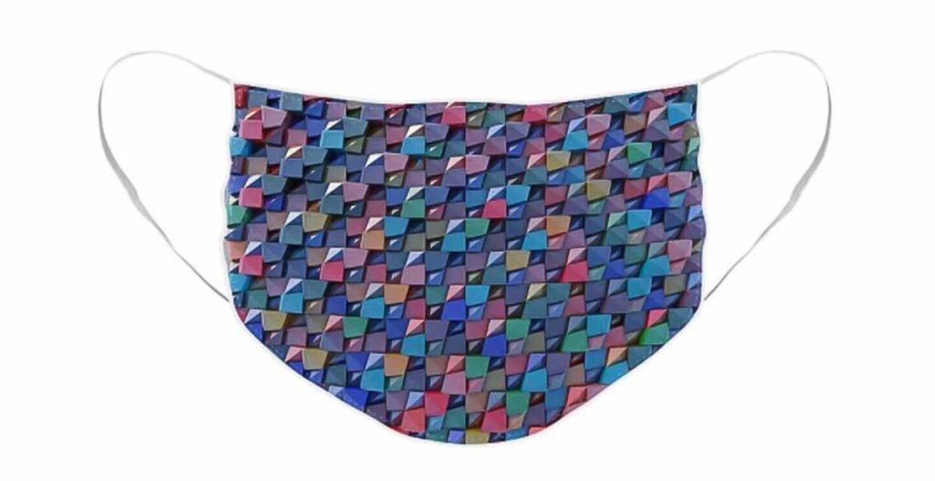 Mondkapje met een print van een virtueel reliëf met stukjes gekleurd glas