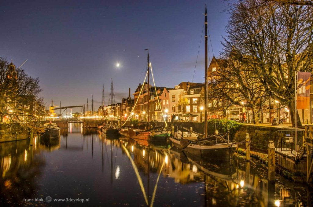 Aelbrechtskolk canal in the neighbourhood of Delfshaven, Rotterdam during the blue hour on a windless evening